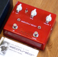 Vox Satchurator, flexible red box of distortion